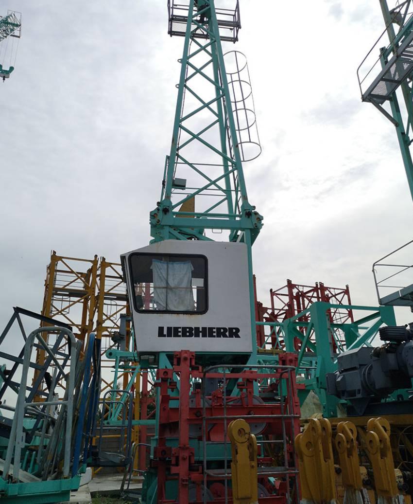 Tower Crane Liebherr ម៉ាក รุ่น 200 ECH